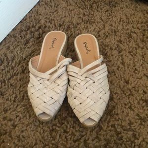 NWOT Quoid Woven Flats